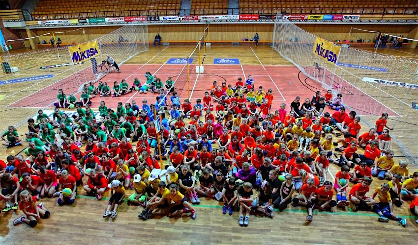 300 volejbalistů! Minivolejbal s Mikasou láme rekordy, zájem dětí je velký