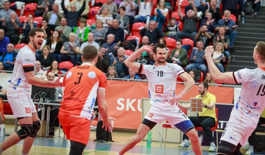 Strhující bitvu vyhrálo Karlovarsko! Finálovou sérii vede 2:0