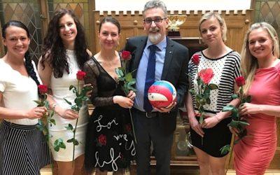 FOTO: Volejbalistky zahájily výstavu v Šantovce autogramiádou