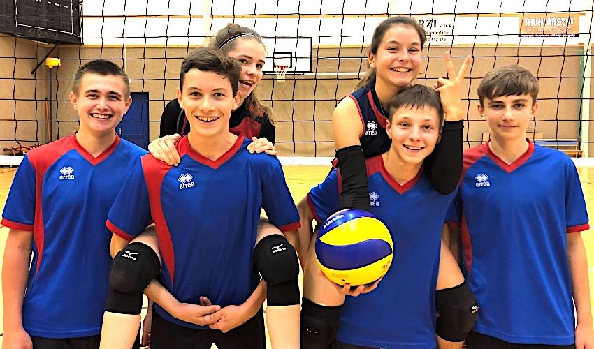FOTO: Skvělý volejbal i atmosféra! Středoškolskou ligu studenti chválí