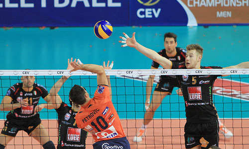 Macerata and Unterhaching claimed easy victories