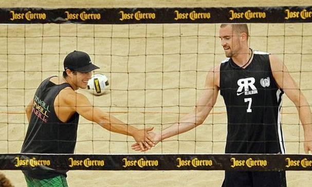 Volleyball vs Basketball player…? Ooo… hard challenge!