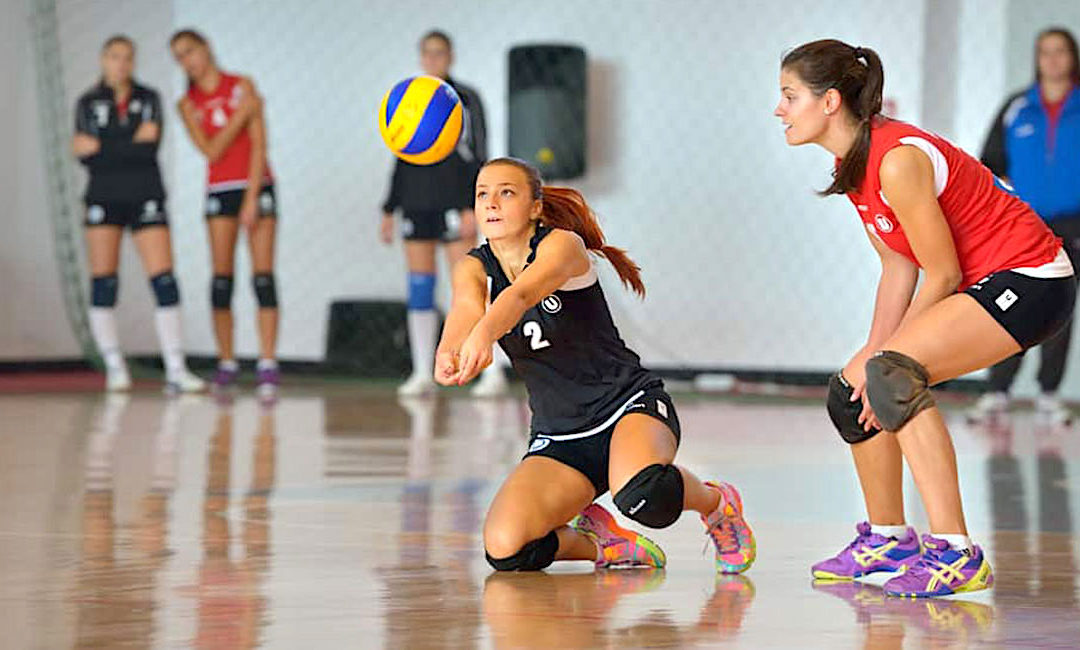 5 Ways To Continue Practicing Volleyball in the Offseason